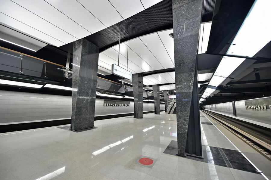 Платформа станции Петровский парк Большой кольцевой линии Московского метрополитена