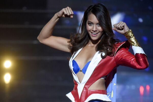 Мисс Таити Vaimalama Chaves во время конкурса красоты Мисс Франция-2019