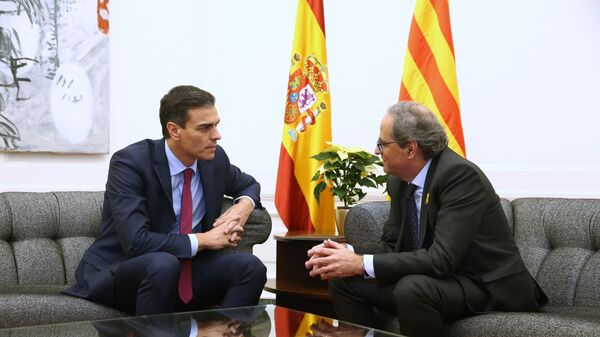 Премьер-министр Испании Педро Санчес и глава Женералитета Каталонии Ким Торра в ходе встречи в Барселоне. 20 декабря 2018 года
