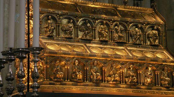 Святыня трех волхвов за алтарем Кельнского собора