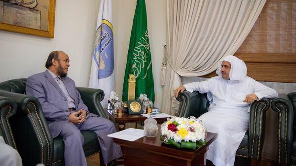 Генеральный секретарь Всемирной исламской лиги (ВИЛ) Мухаммад Абдель Карим аль-Иса (справа)