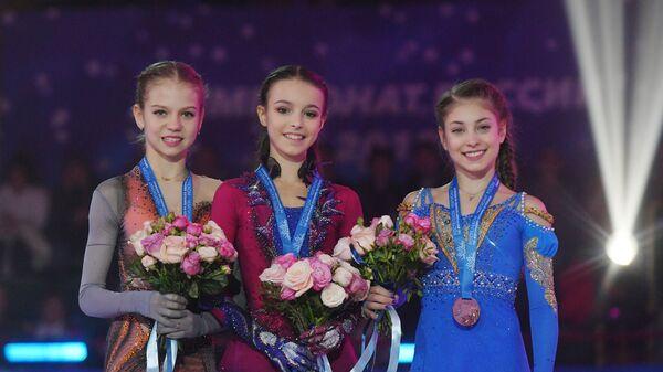 Александра Трусова, Анна Щербакова, Алёна Косторная (слева направо)