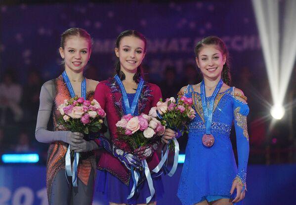 Александра Трусова, Анна Щербакова и Алёна Косторная (слева направо)