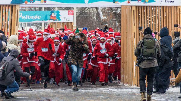 На благотворительном забеге Дедов Морозов собрали более 3,5 млн рублей