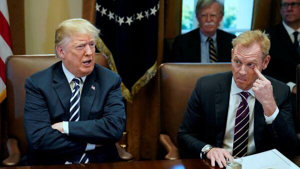 Президент США Дональд Трамп и Патрик Шанахан