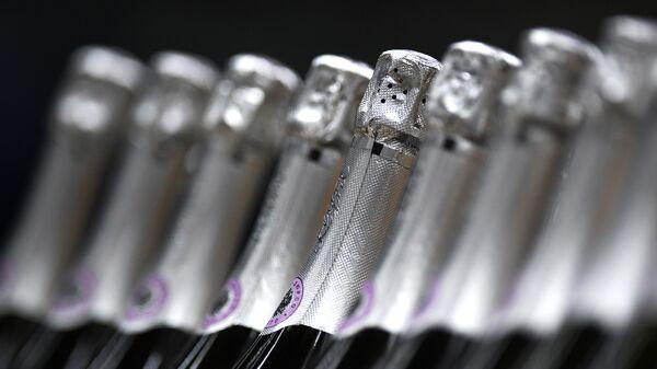 Бутылки с игристым вином