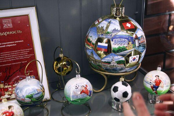Экспозиция, посвященная чемпионату мира по футболу ФИФА 2018, в музее на фабрике елочных украшений Ариель в Нижнем Новгороде