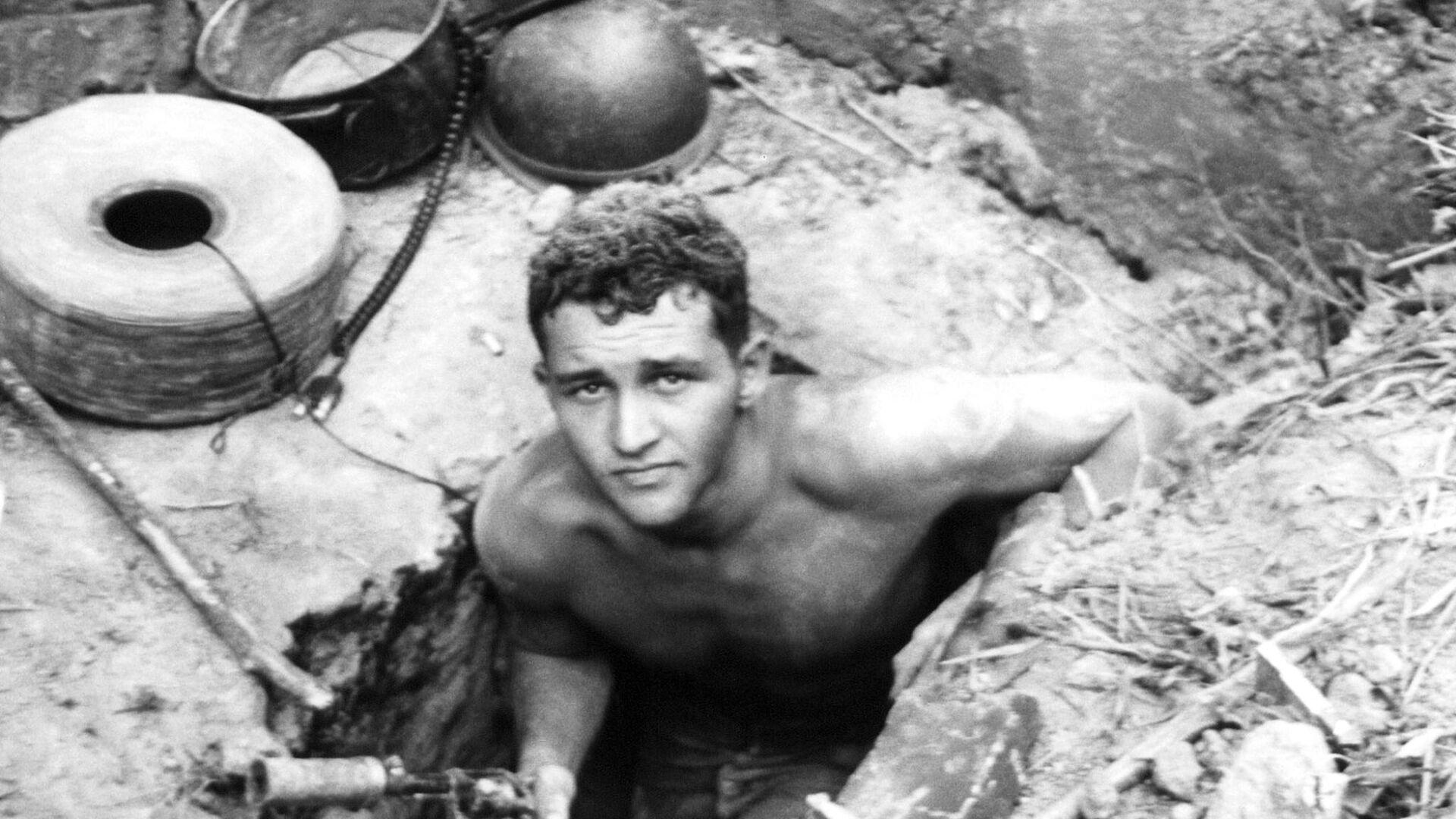 Сержант Вооруженных сил США выходит из туннеля Вьетконга. Январь 1967 года - РИА Новости, 1920, 05.12.2020