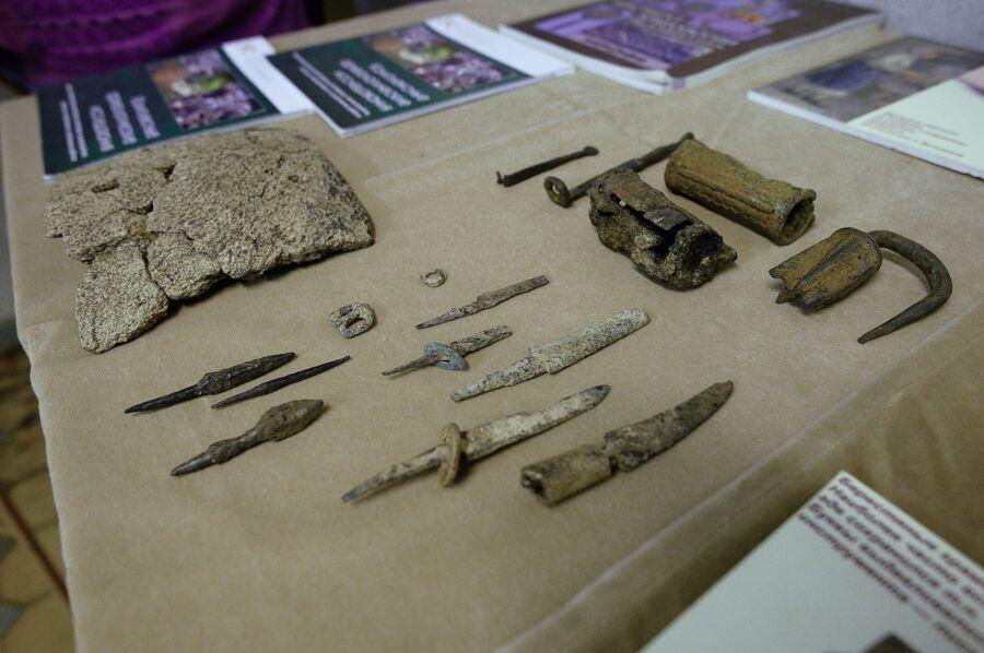 Предметы, найденные во время раскопок на месте демонтированного 14-го корпуса Московского Кремля