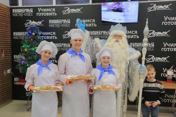 Артековцы и Дед Мороз из Великого Устюга