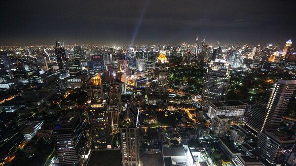 Вид с небоскреба на ночной Бангкок
