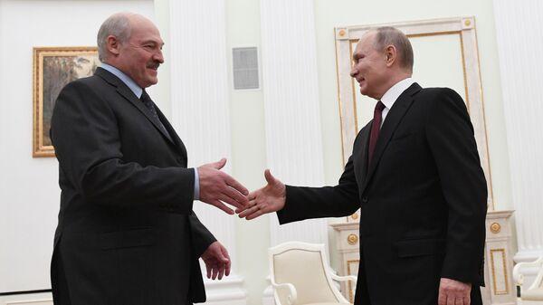 Президент РФ Владимир Путин и президент Белоруссии Александр Лукашенко во время встречи
