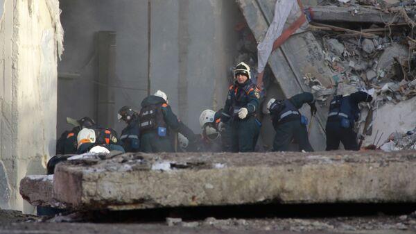Спасатели нашли тела всех погибших под обломками подъезда в Магнитогорске