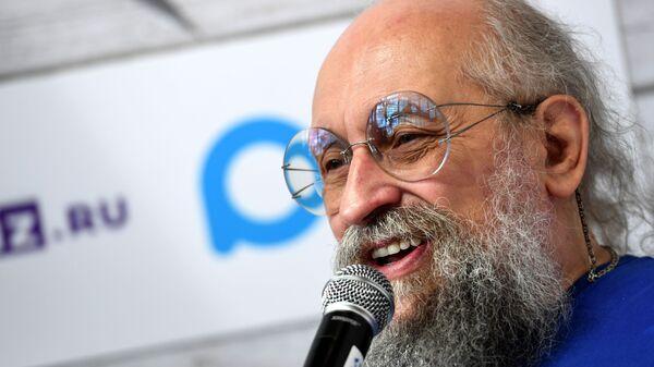 Писатель, телеведущий Анатолий Вассерман