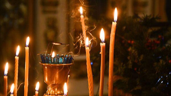 Свечи в храме святого апостола Андрея Первозванного во Владивостоке