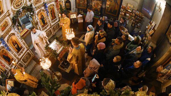Богослужение в храме святого апостола Андрея Первозванного во Владивостоке