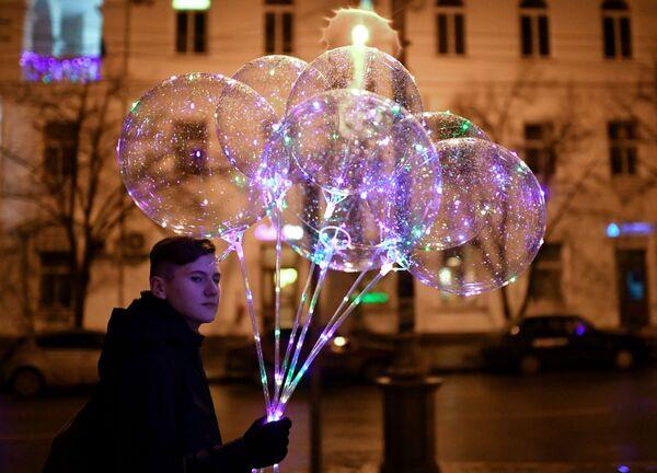 Молодой человек на одной из улиц Севастополя