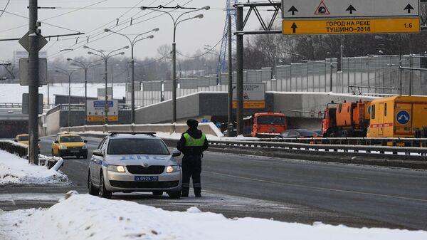 Волоколамское шоссе в Москве, перекрытое в связи с подтоплением Тушинского тоннеля