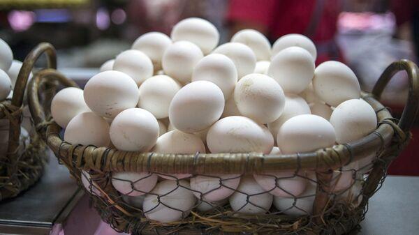 Прилавок с куриными яйцами
