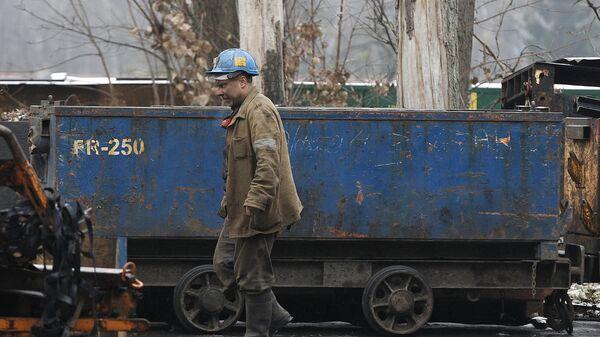 Шахтер на угольной шахте Вуек в Катовице, Польша