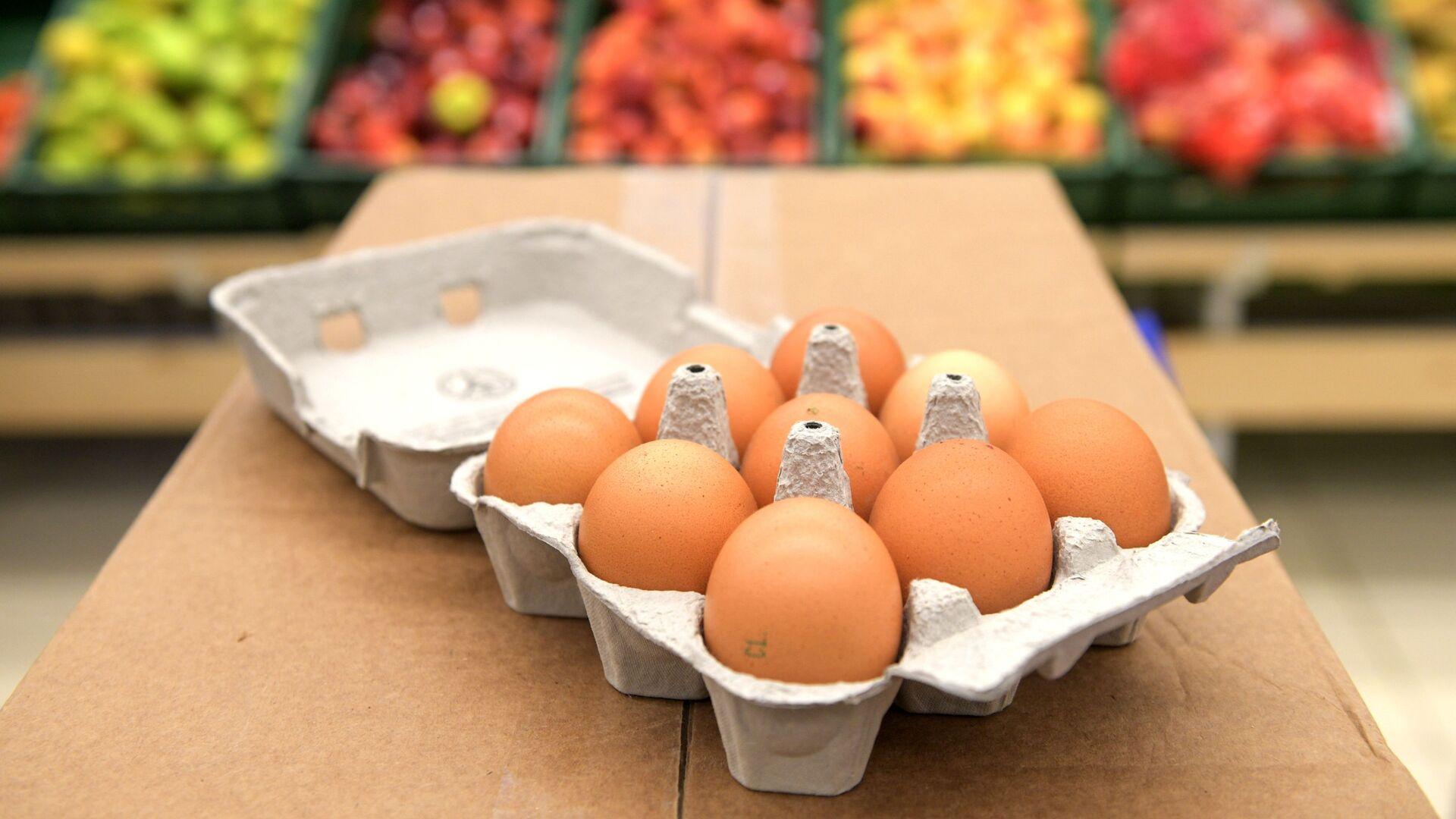 Упаковка яиц на 9 штук в магазине Народная 7Я в Санкт-Петербурге - РИА Новости, 1920, 25.09.2020