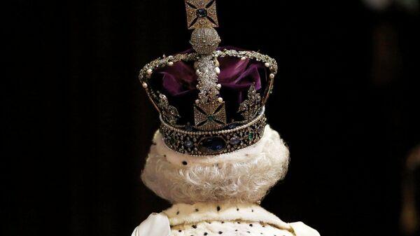 Рояль в кущах. Королева Британии сыграла на чувствах. И сфальшивила