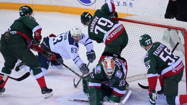 Игровой момент матча Ак Барс - Динамо (Москва)