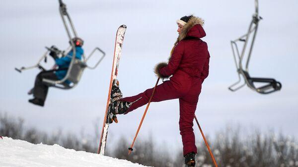 Отдыхающие на склоне горнолыжного комплекса-курорта Степаново в Подмосковье
