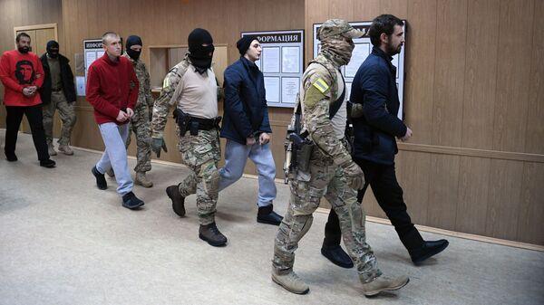Задержанные украинские моряки в Лефортовском суде Москвы
