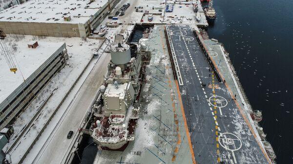 Тяжелый авианесущий крейсер Северного флота Адмирал Кузнецов у причала 35 судоремонтного завода АО Центр судоремонта Звездочка