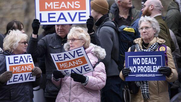 Британский парламент отверг план Мэй овыходе страны из европейского союза