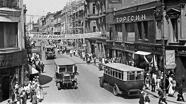 Улица Петровка в 30-е годы