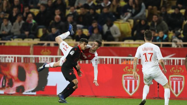 Полузащитник Монако Александр Головин (№17) в матче чемпионата Франции против Ниццы