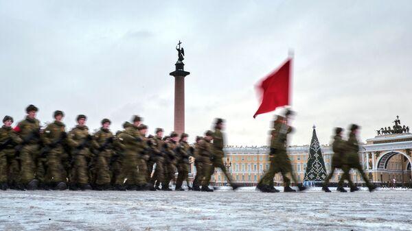 Участники репетиции парада в честь 75-летия снятия блокады Ленинграда на Дворцовой площади в Санкт-Петербурге