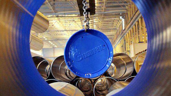 Логотип Газпрома на заводе по производству труб для газопровода