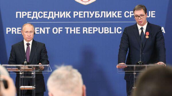 Президент РФ Владимир Путин и президент Республики Сербии Александр Вучич на совместной пресс-конференции в Белграде