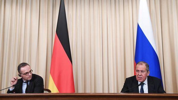Министр иностранных дел РФ Сергей Лавров и министр иностранных дел ФРГ Хайко Маас на пресс-конференции