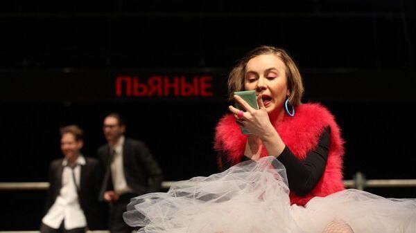 Спектакль Пьяные на сцене БДТ имени Г.А.Товстоногова