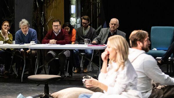 Сцена из спектакля Пробема