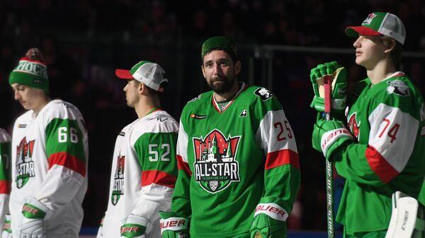 Данис Зарипов (в центре)