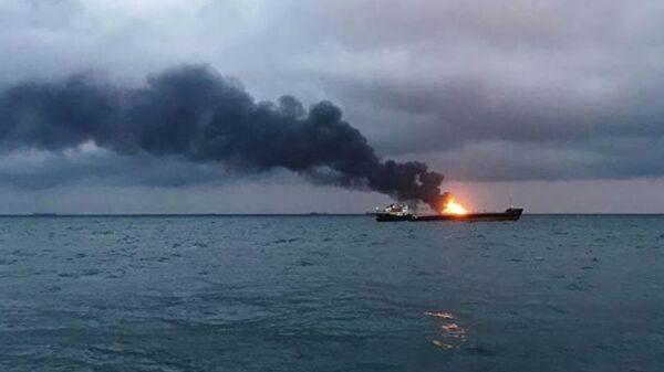 Два судна загорелись в Керченском проливе. Кадры с места ЧП