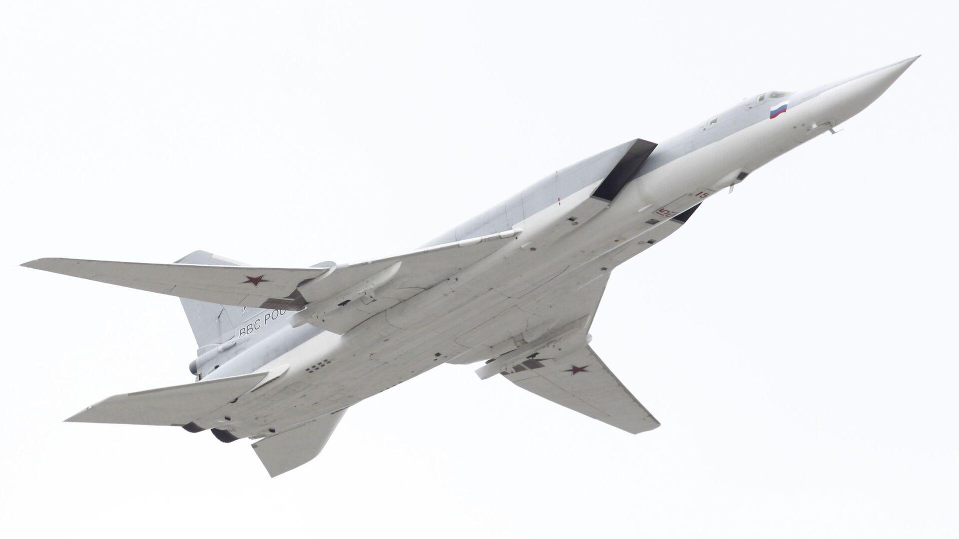 Сверхзвуковой стратегический бомбардировщик-ракетоносец Ту-22М3 - РИА Новости, 1920, 06.02.2021