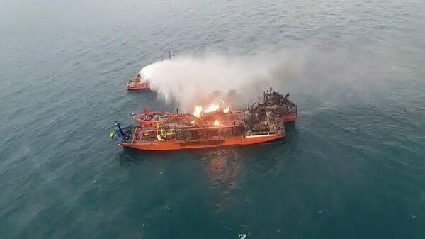 Тушение пожара на танкерах в Керченском проливе