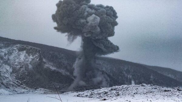 Российские военные инженеры произвели подрывы скальных пород в районе обвала на Бурейском водохранилище