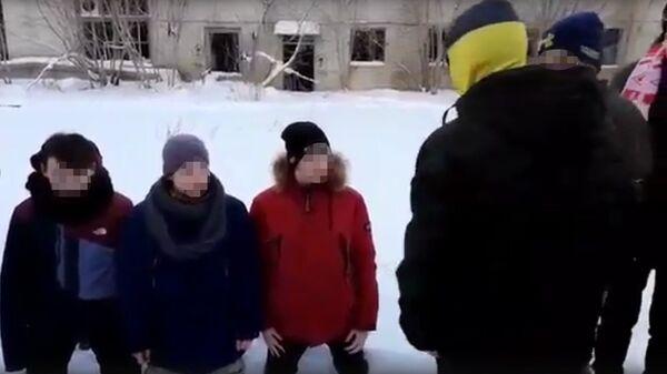 Кадр из видео с избиением подростков в Твери