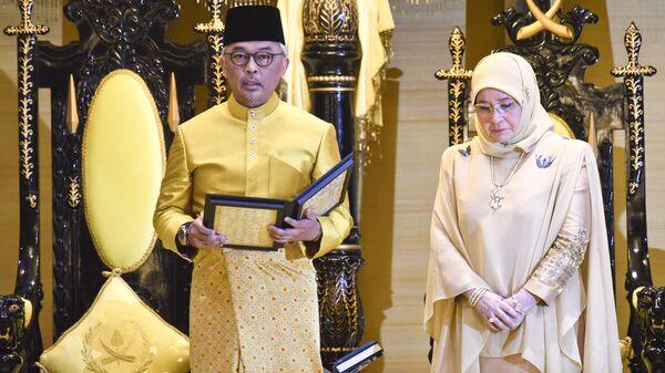 Шестнадцатый король Малайзии Абдулла Риайятуддин Аль-Мустафа Биллах со своей супругой