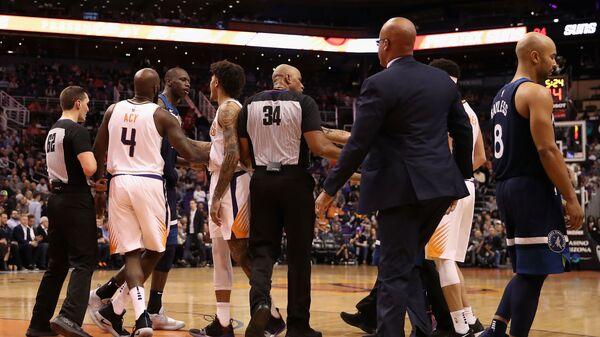 Потасовка в матче НБА между Финикосм и Миннесотой