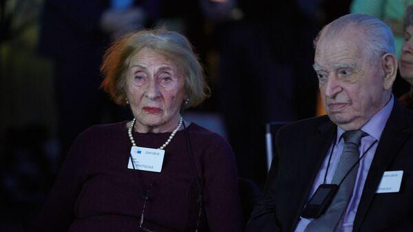 Бывшие узники концлагеря Освенцим Сузанна Поллак и Исраэль Альберто на памятной церемонии по случаю Дня памяти жертв Холокоста в Европарламенте. 23 января 2019