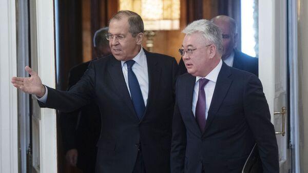 Глава МИД РФ Сергей Лавров и глава МИД Республики Казахстан Бейбут Атамкулов во время встречи. 28 января 2019