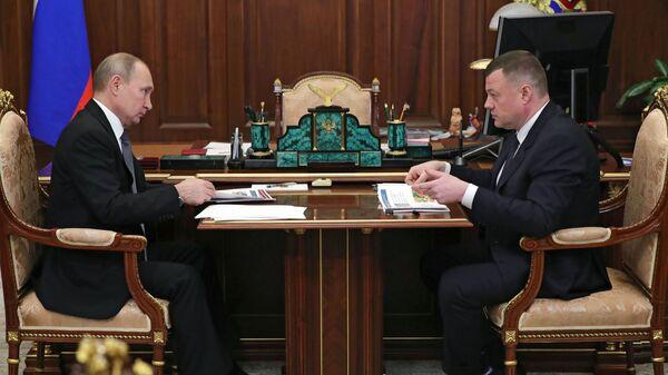 Президент РФ Владимир Путин и губернатор Тамбовской области Александр Никитин во время встречи. 29 января 2019